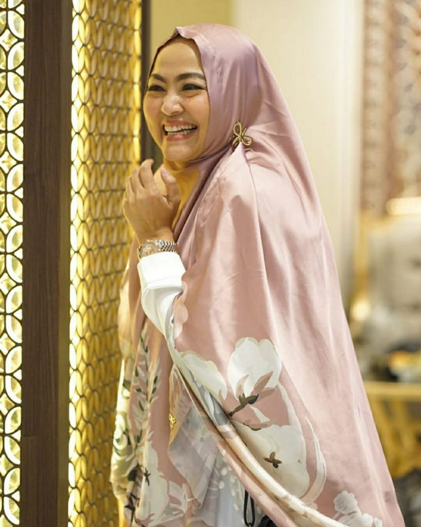 Susan Emir - Interior designer dengan spesialisasi rumah Shabby Chic.