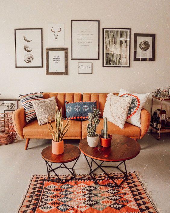 Ruang tamu minimalis dengan konsep mid-century modern