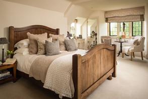 Warna Krem, menambah kesan hangat pada kamar tidur minimalis