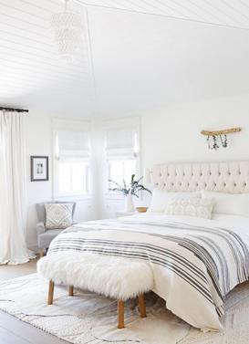 kamar tidur minimalis sangat identik dengan warna putih