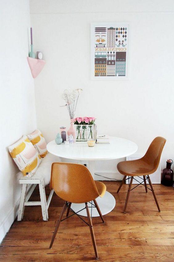Bentuk meja yang fleksibel untuk menata ruang makan berukuran mungil