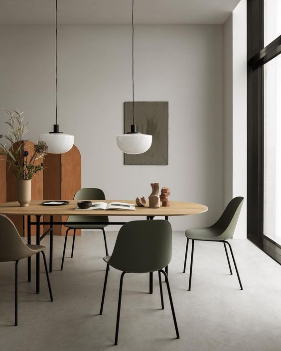 Kursi dengan model minimalis yang simple ini cocok untuk ruang makan berukuran mungil
