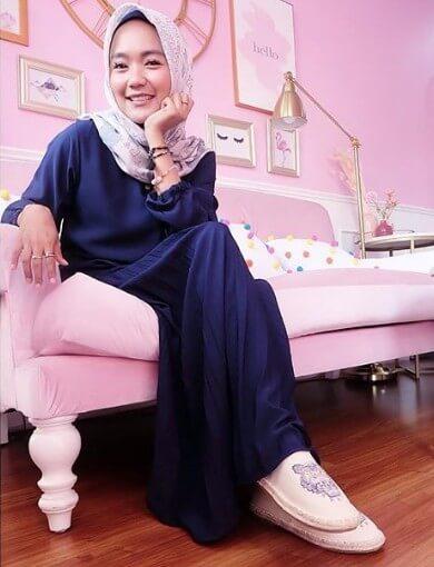 Arie Rieyanthie - Pemilik rumah dengan gaya feminin