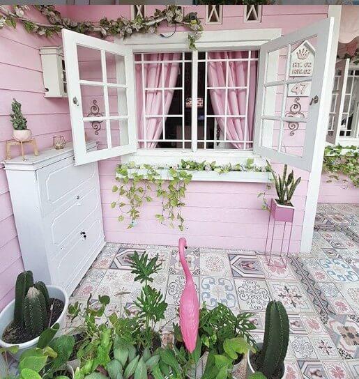Dekorasi rumah feminin milik Arie Rieyanthie.